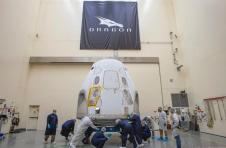 尽管发生了降落伞事故,美国宇航局仍在跟踪五月中下旬SpaceX机组人员的发射