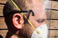 纽约大学为医护人员提供面罩设计,所有人均可在一分钟内完成内置面罩设计